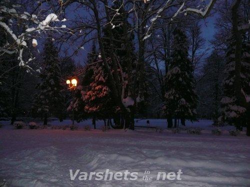 Зимна вечер в ценъра на град Вършец - Вършец