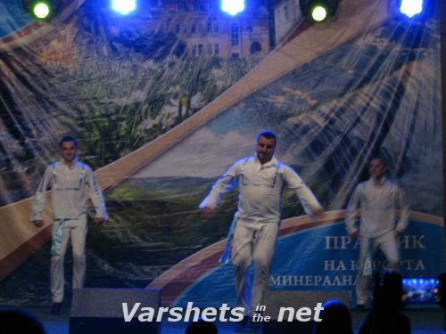 Концерт на певицата Валя с танцова формация - Вършец